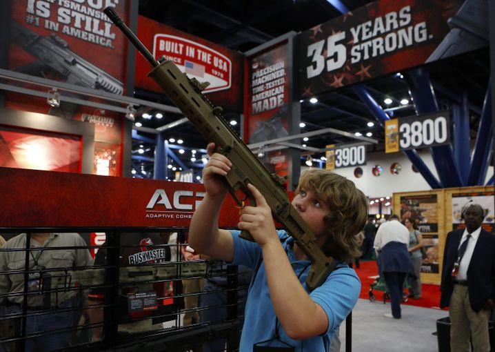 13-Jähriger mit Gewehr (Archiv): Verantwortungslos, sagt Schülerin Anna