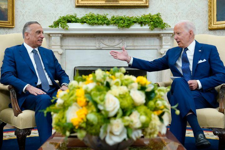 Joe Biden (r.) und der irakische Ministerpräsident Mustafa al-Kasimi