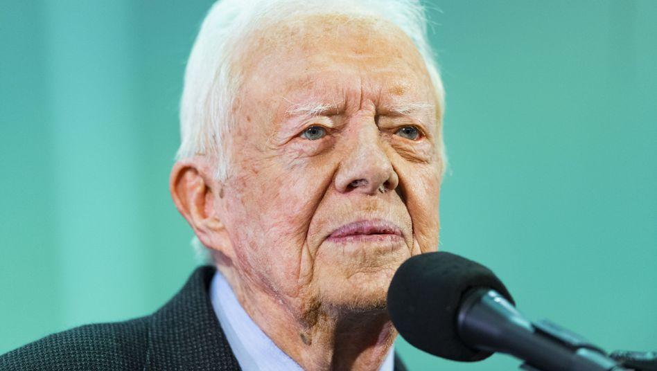 Jimmy Carter: Guter Dinge trotz Verletzung