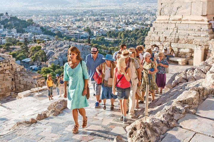 """Szene aus """"My Big Fat Greek Summer"""" (2009): """"Wir gaben ihnen die Akropolis - seht, was sie daraus gemacht haben"""""""
