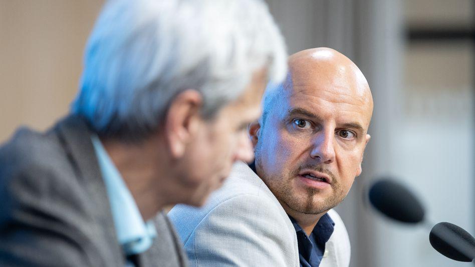 Ex-AfD-Abgeordneter Räpple (r.) im Januar 2019 bei einer Pressekonferenz