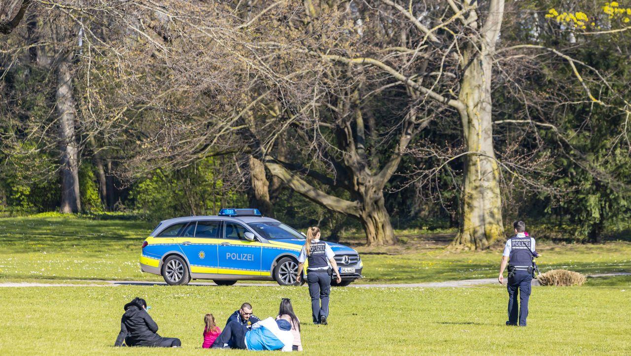 Polizei meldet deutschlandweit Verstöße gegen Corona-Kontaktsperre - DER SPIEGEL - Panorama