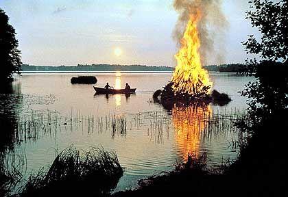 Johannisfeuer: Lodernde Flammen zur kürzesten Nacht