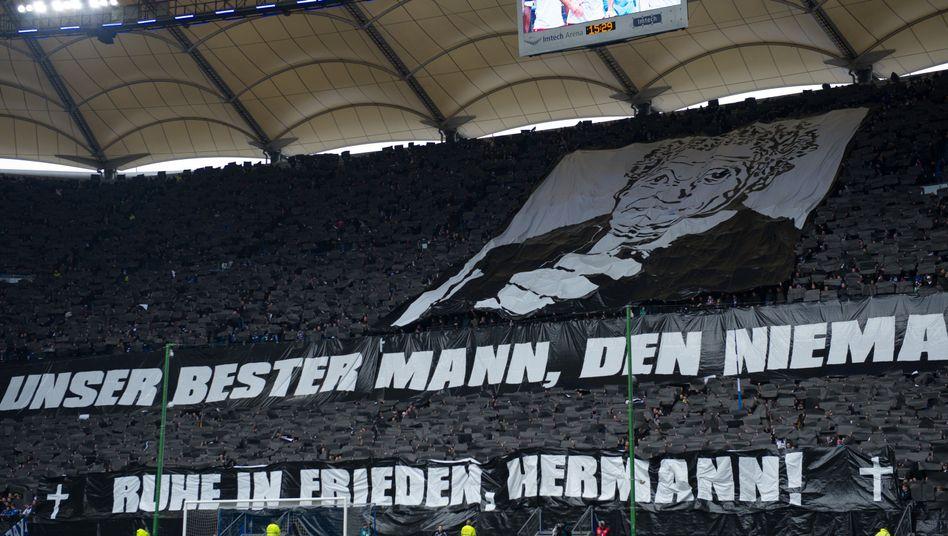 HSV-Fans: Choreografie für verstorbenen Kult-Masseur