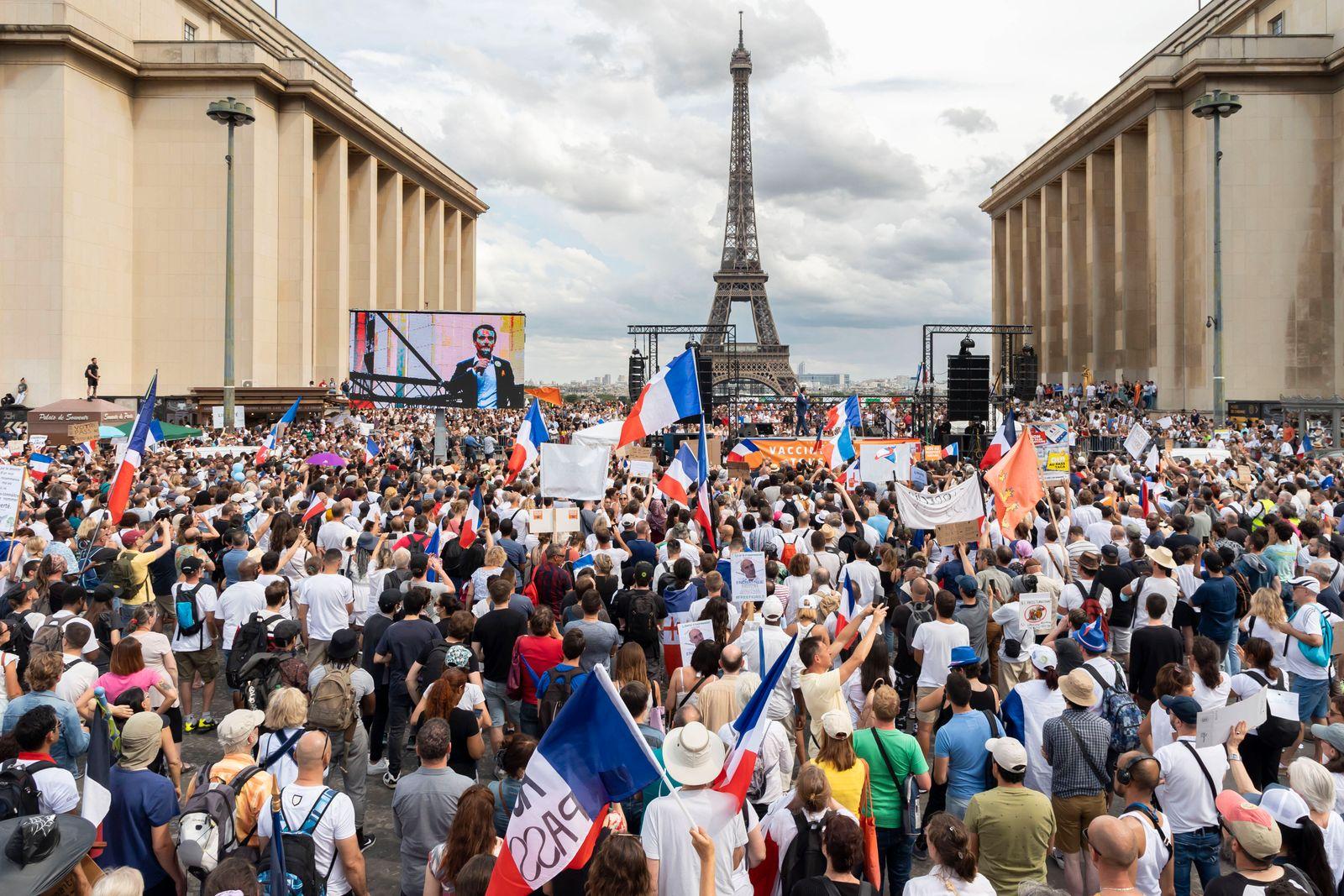 Frankreich, Proteste gegen den Gesundheitspass in Paris Paris, France July 24, 2021 - Demonstration against the health