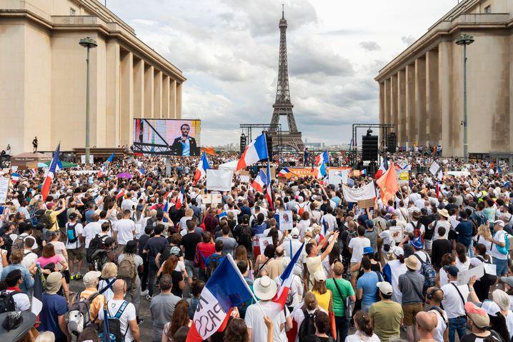 Protest gegen Impfpflicht und Gesundheitspass in Paris am Samstag