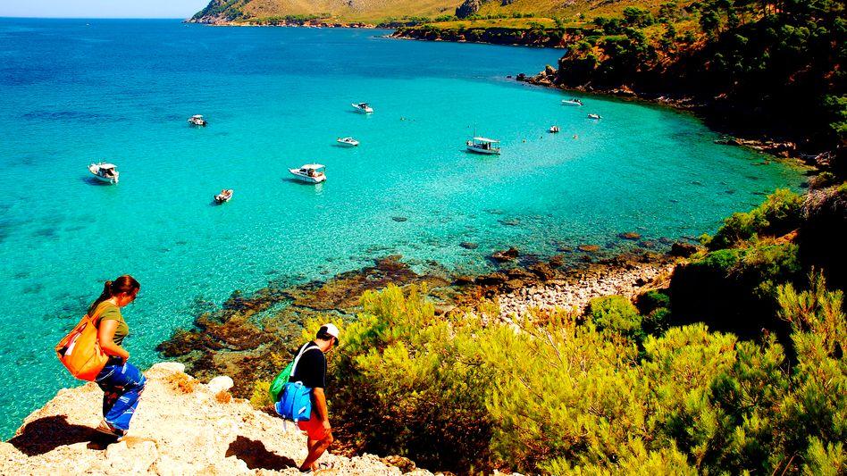 """Touristen an Mallorcas Nordküste: """"Für Juli und August kann derzeit niemand verlässliche Vorhersagen machen"""", sagt Ursula von der Leyen"""