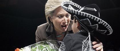 Clinton mit einem Kind bei Auftritt in El Paso: Werben um die Latinos