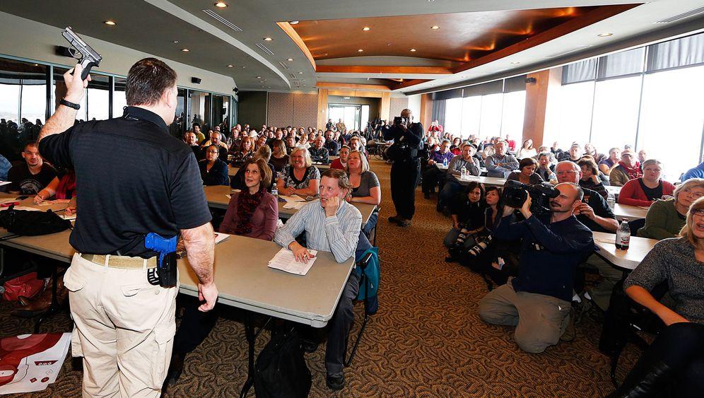 Amoklauf Newtown Viele Lehrer In Den Usa Belegen Waffenkurse Der Spiegel