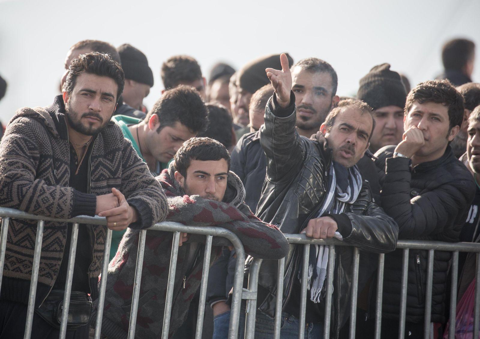 Flüchtlinge an der griechisch-mazedonische Grenze
