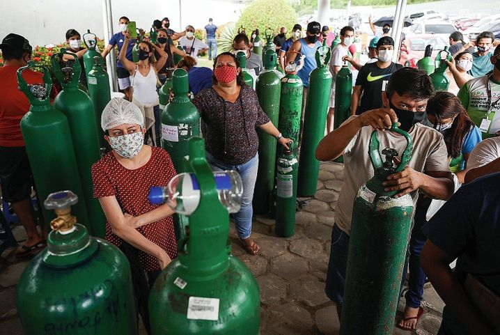 Relatives of people who are sick with COVID-19 in Manaus: The problems are just getting started.