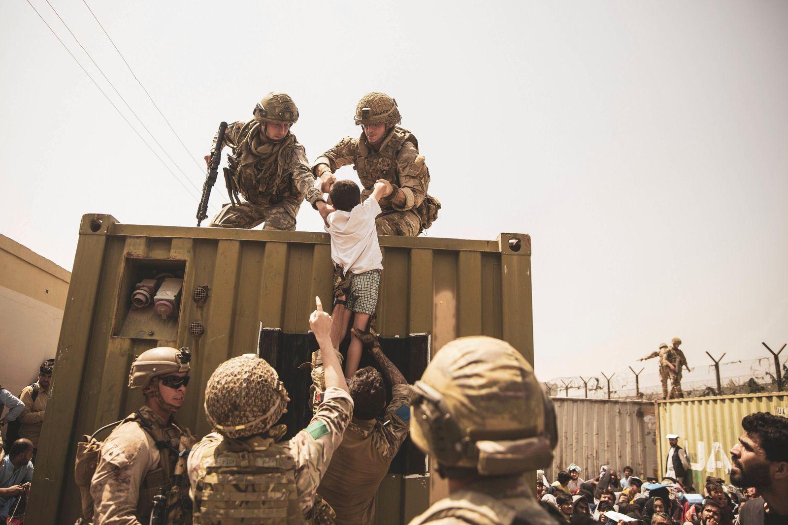 News Bilder des Tages Afghanistan, Evakuierungen am Flughafen in Kabul UK coalition forces, Turkish coalition forces, an