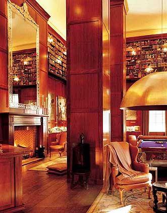 Hotel Hudson: Die Zimmer erinnern an Studentenwohnheime, dafür beeindruckt die Bibliothek mit Riesen-Lampen