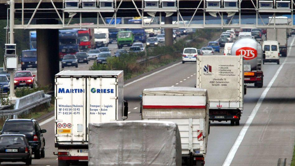 Maut-Kontrollbrücke: Umweltbundesamt fordert Abgabe auch für Pkw