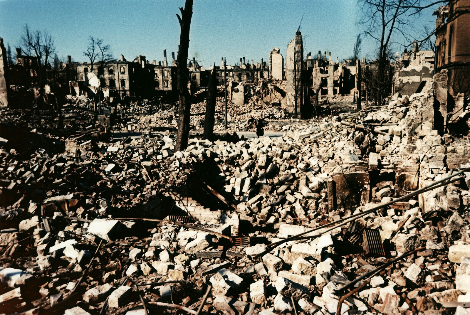Bombardierung Dresden - Dresden Ruinen: Blick auf Tr¸mmerfeld der Altstadt