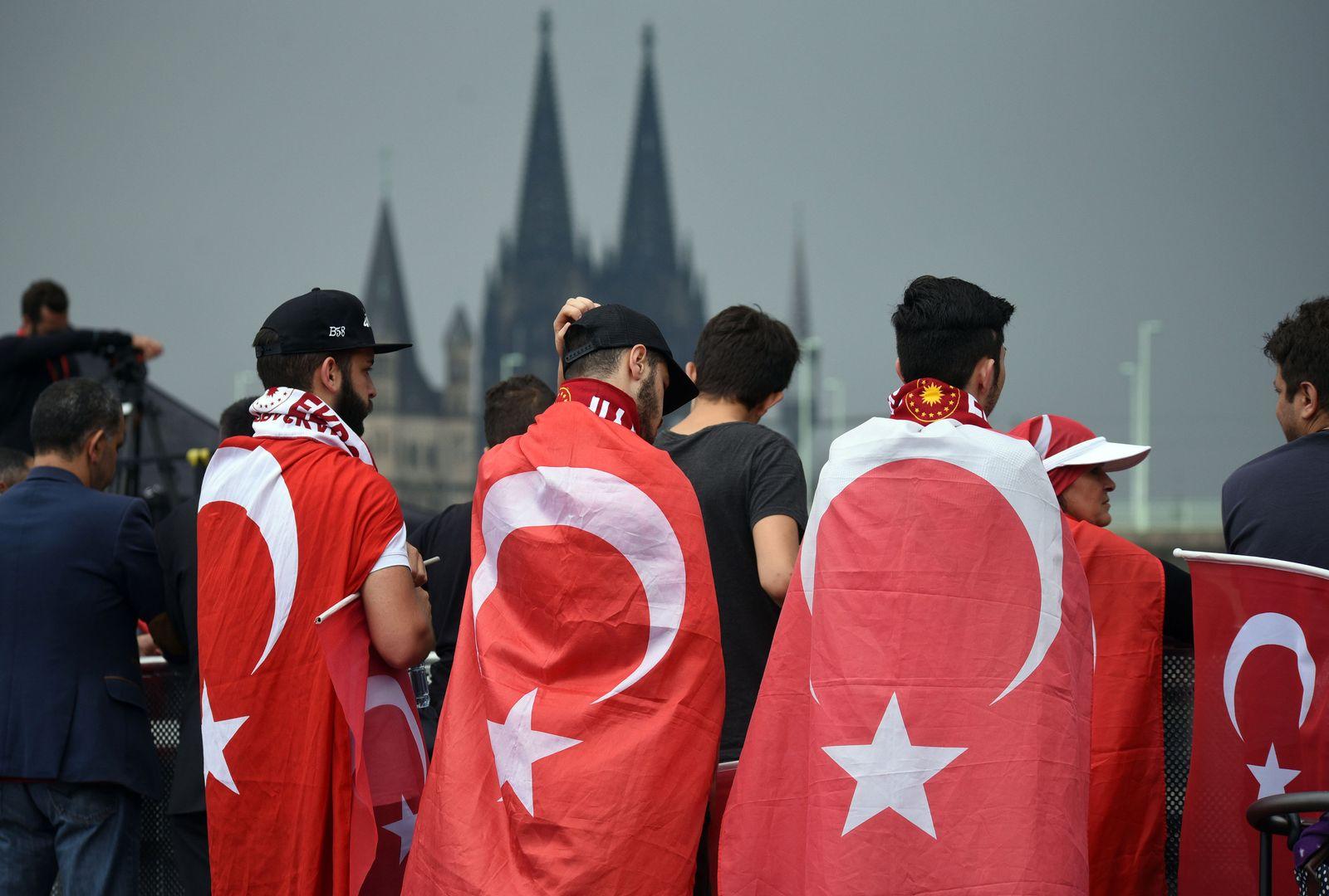 Demo Erdogan-Anhängern in Köln