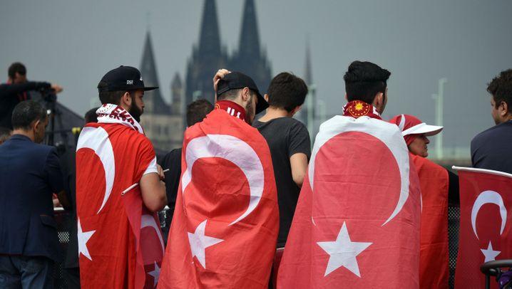 Demos für und gegen Erdogan: Aufmarsch in Köln