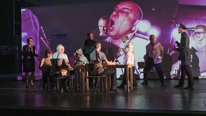 Burkhard C. Kosminski im Schauspiel Stuttgart: Es ist verstörend