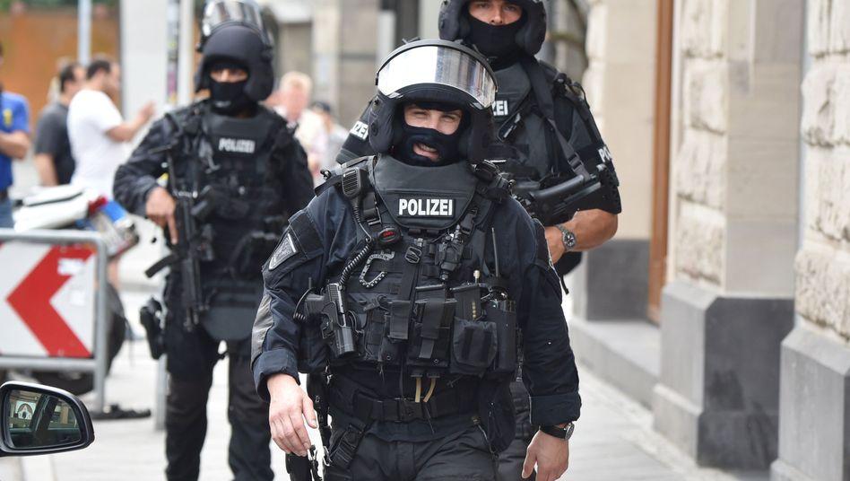SEK-Polizisten: Forderungen nach besseren Waffen