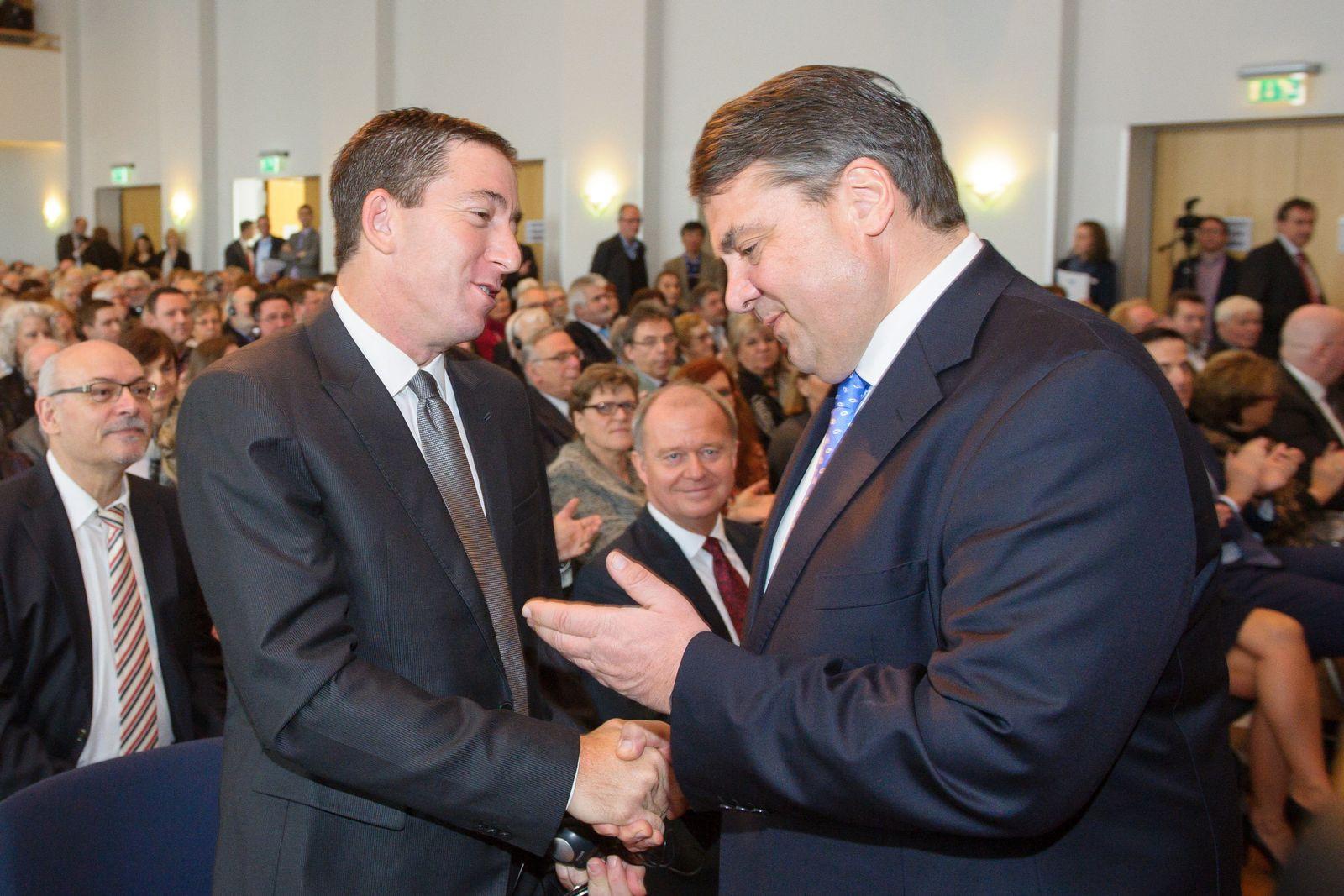 Glenn Greenwald erhält Siebenpfeiffer-Preis
