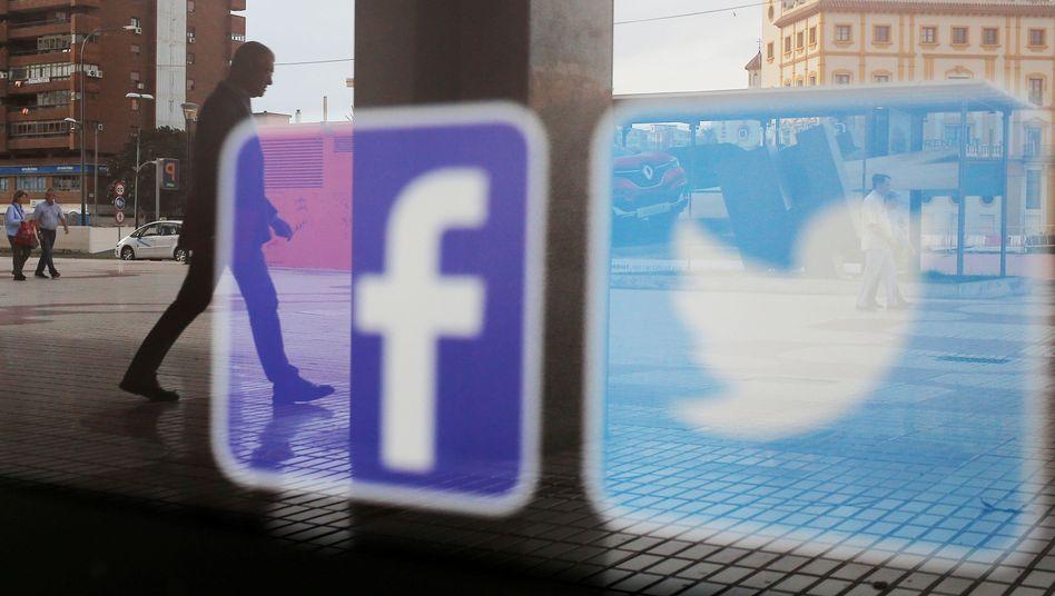 Facebook- und Twitter-Logos in Málaga