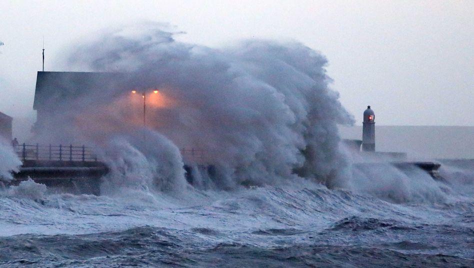 Unwetter: Sturmflut bedroht Großbritannien
