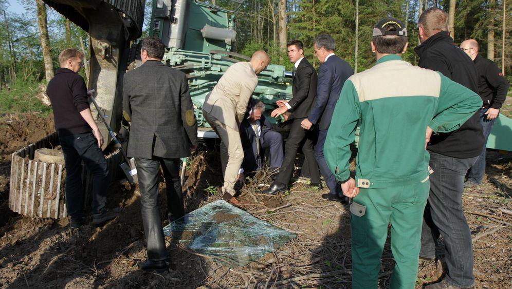 Unfall mit Baubagger: Minister vs. 40-Tonner