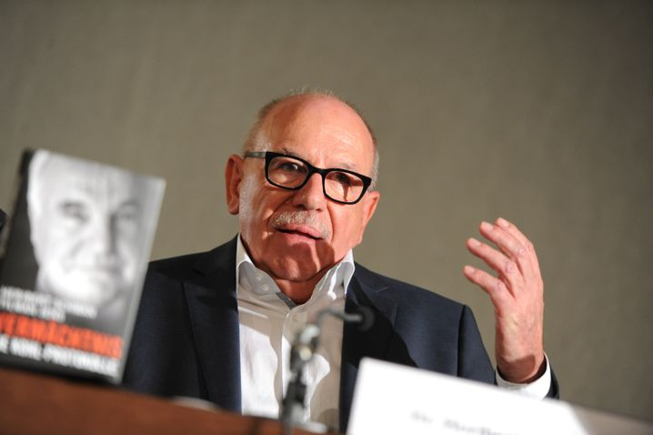 Autor Heribert Schwan bei der Buchpräsentation