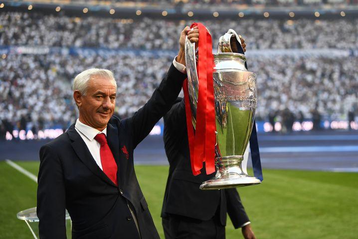 Ian Rush mit dem Champions-League-Pokal
