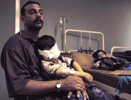 Sein Sohn hat das Augenlicht verloren, seine Tochter ist schwer verwundet: Dieser Vater braucht die Hilfe der Ärzte und Schwestern in Bagdad