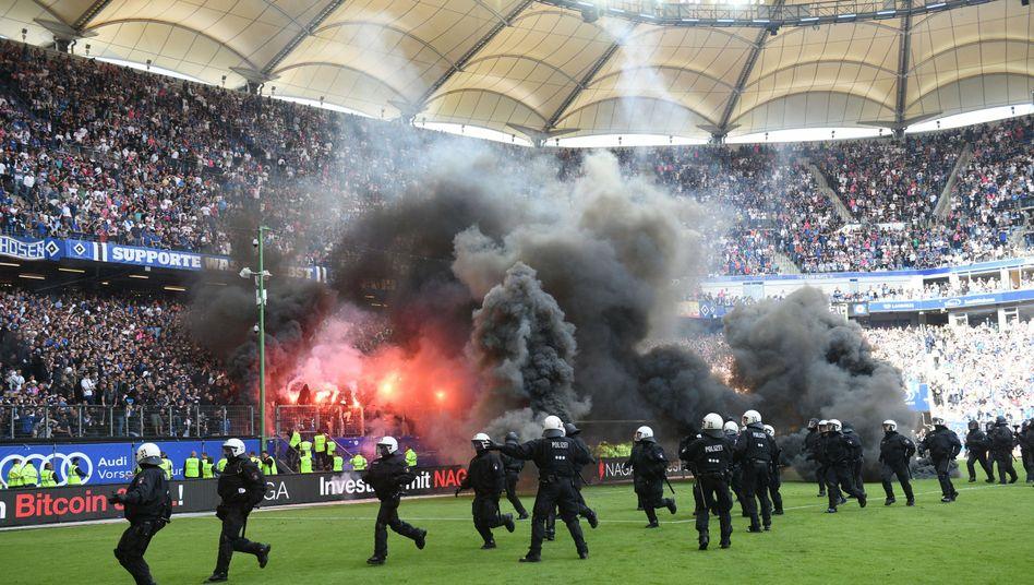 Szenen von letztem Bundesligaspiel beim HSV