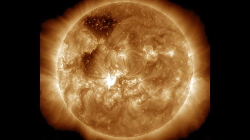 Rätselhaftes Zentralgestirn: Sonnenfackeln und Polarlicht