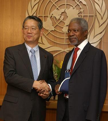 Japans Außenminister Machimura und Uno-Generalsekretär Kofi Annan: Keine deutschen Einwände gegenüber japanischen Äußerungen