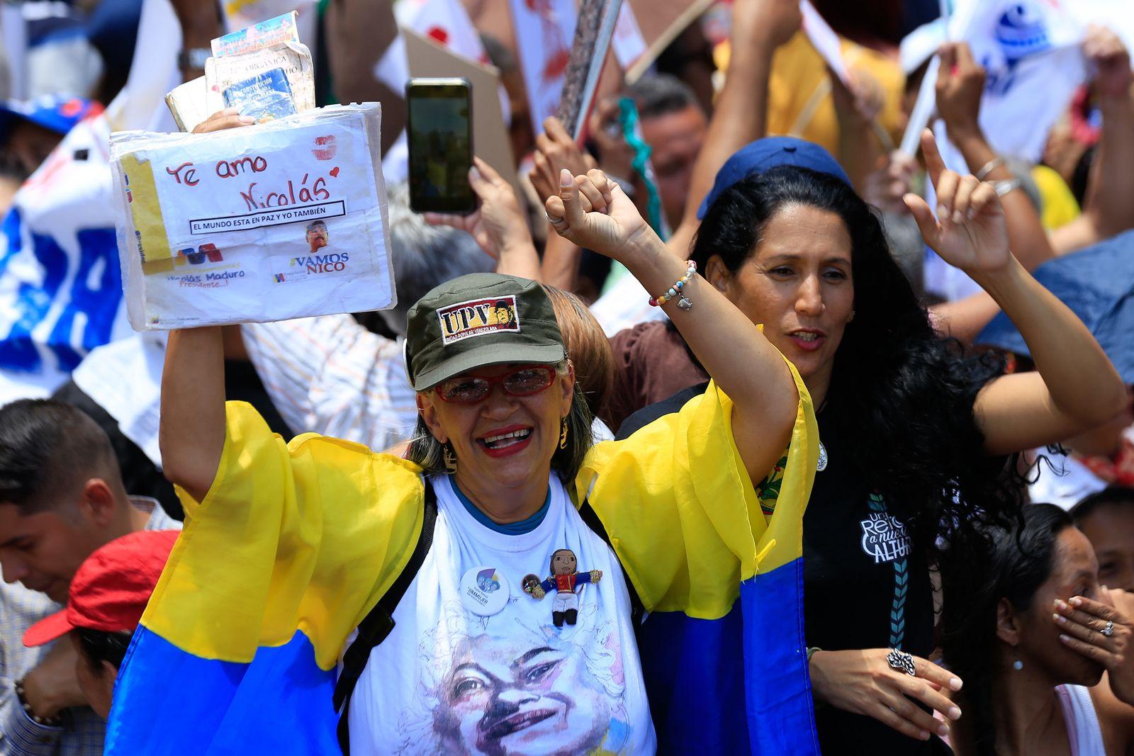 Krise in Venezuela - Kundgebung für Maduros Regierung