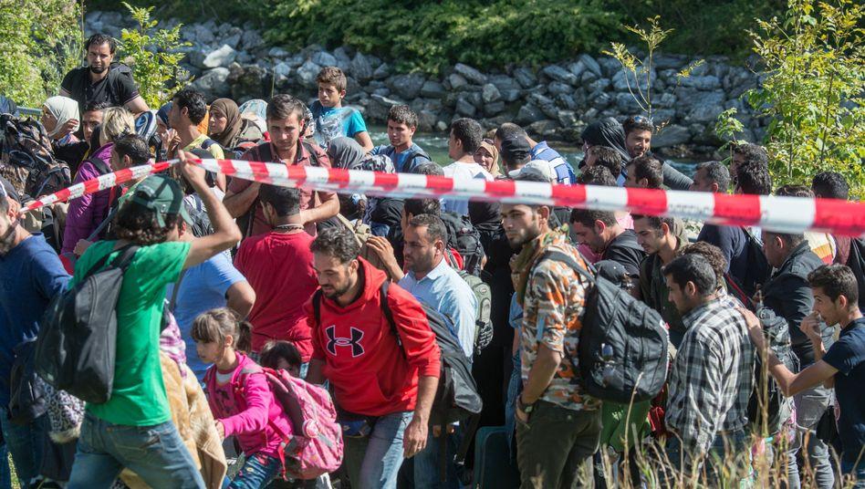 Flüchtlinge an der deutsch-österreichischen Grenze: Entscheiden bald Bundespolizisten über ein Asylgesuch?