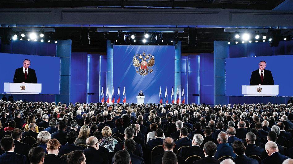 Russischer Präsident Putin bei der Rede zur Lage der Nation im Januar:Wie ein Hütchenspieler