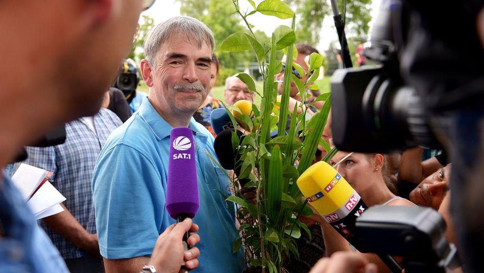 Gustl Mollath (vor Klinik in Bayreuth): Überraschende Freilassung