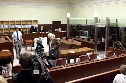 Berliner Kammergerichtssaal: Spatz in der Hand