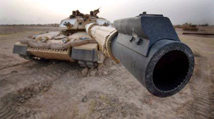 Basra: Ein britischer Panzer wartet auf den Einsatz