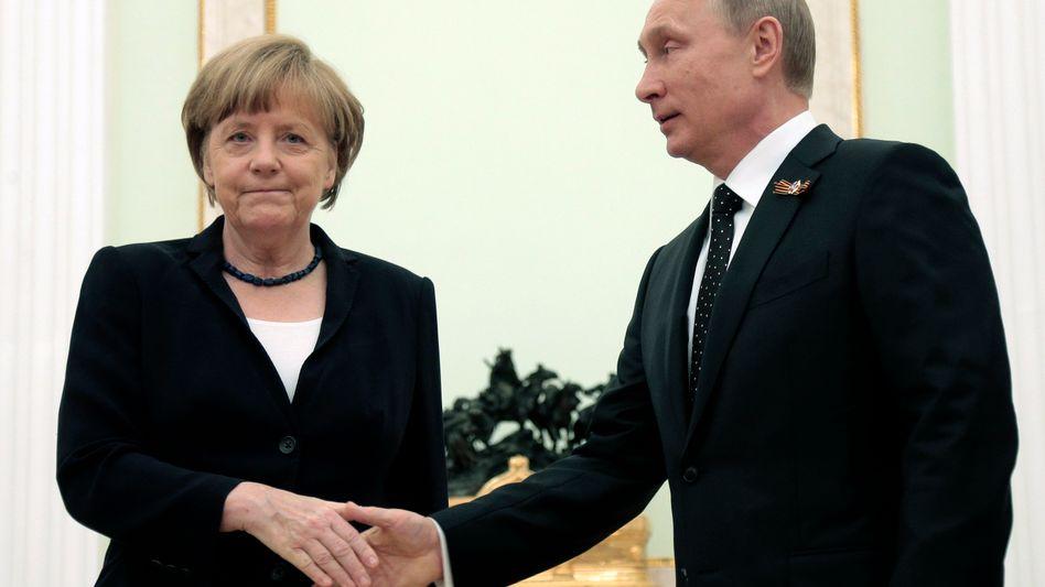Kanzlerin Merkel und Präsident Putin (bei einem Treffen im Mai): Keine Entspannung