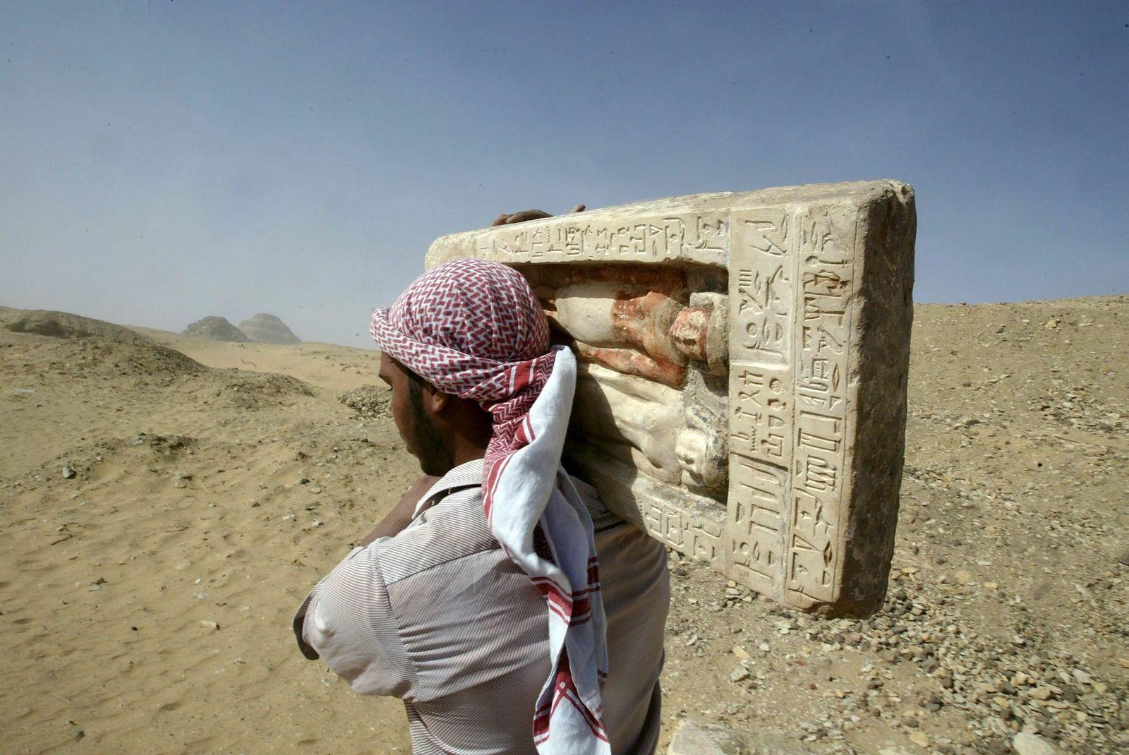 Archäologische Funde bei Sakkara