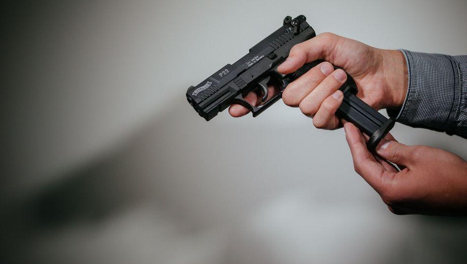 Schreckschusspistole: Vielerorts steigt die Zahl der Anträge auf den Kleinen Waffenschein