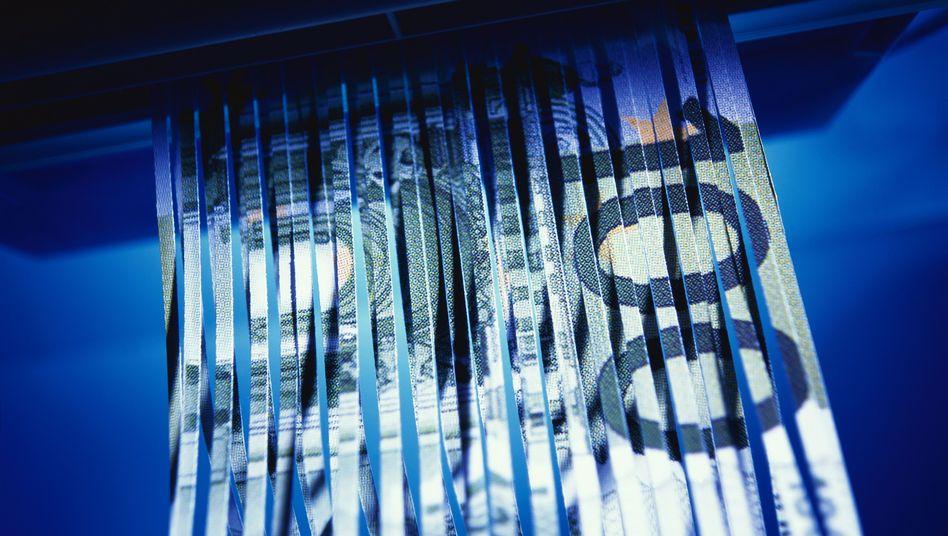 Geschredderter Euro-Schein: Negative Realzinsen bedrohen Geldvermögen