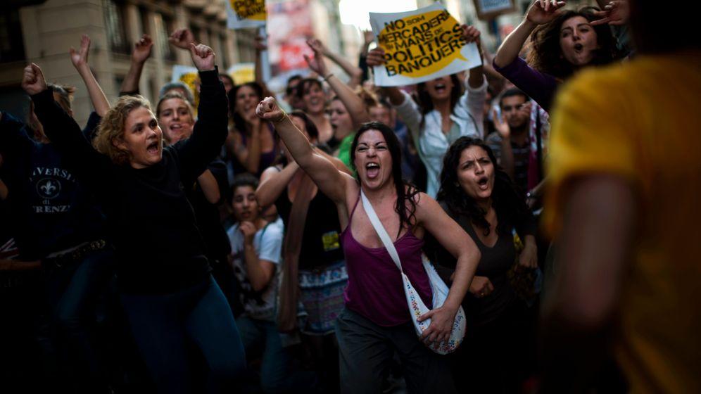 Demos in Spanien: In Schleier und Hotpants gegen das System