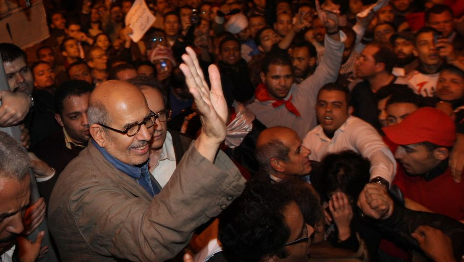 """Opposition leader Mohamed ElBaradei during a visit to Cairo's Tahrir Square: """"The longer things continue on this way with Mubarak, the clearer it becomes that the country is imploding both politically and economically."""""""