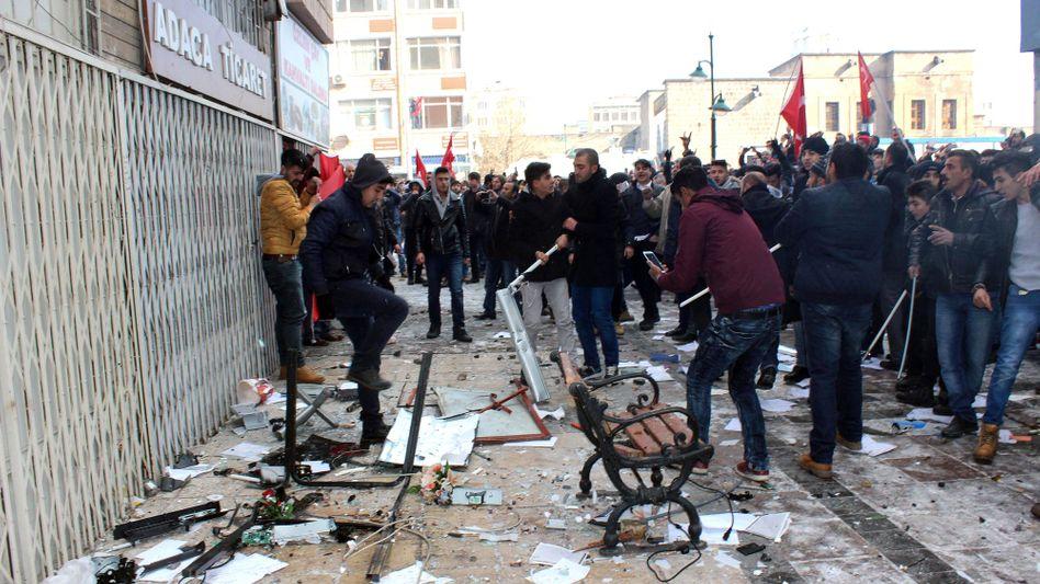 Proteste vor dem HDP-Büro in Kayseri
