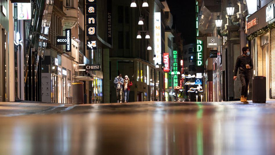 Das Gericht sieht ein pauschales Versammlungsverbot nicht als Mittel zur Pandemie-Eindämmung. Hier die leere Fußgängerzone von Dortmund.