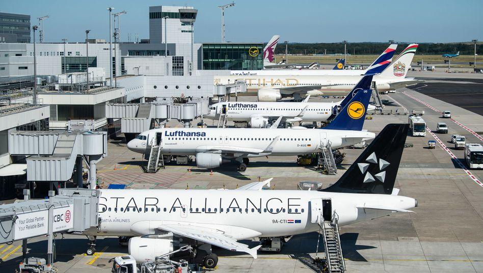 Die Ticketsteuer auf Flüge soll gestaffelt steigen - Airlines schlagen die Summe normalerweise auf die Flugpreise auf