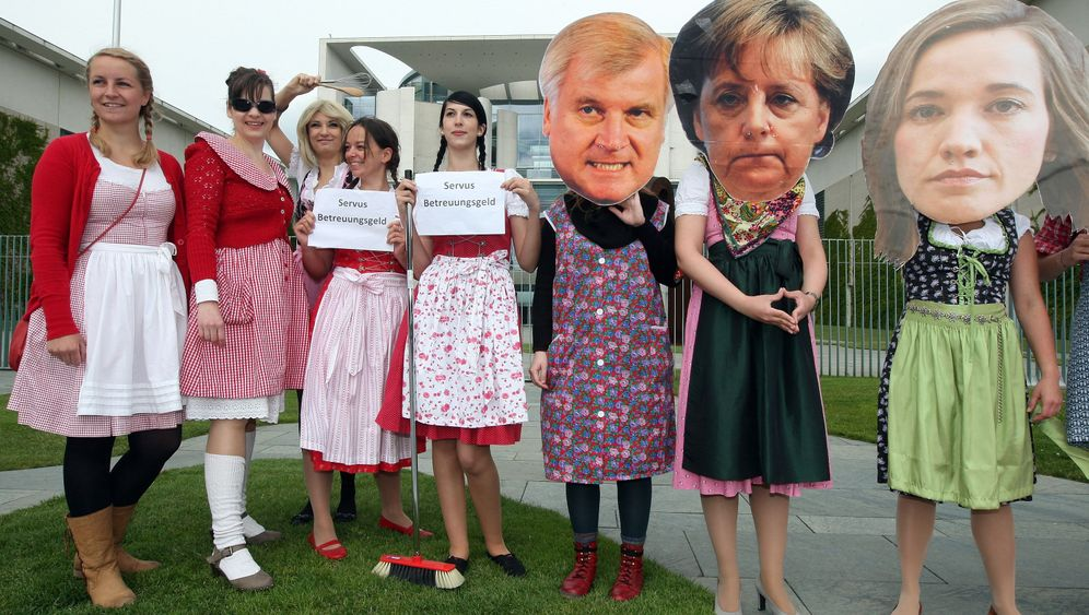 Photo Gallery: Government Childcare Allowance Splits Germany