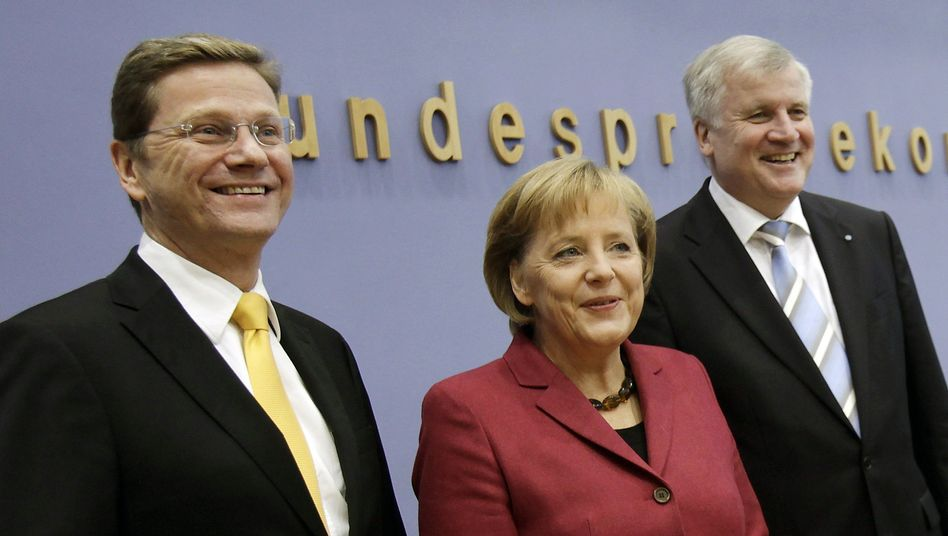 FDP leader Guido Westerwelle (l), Chancellor Angela Merkel (c) and the CSU leader Horst Seehofer announce the new coalition deal.